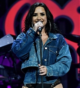 Demi_Lovato_-_Performing_at_2017_Y100_Jingle_Ball_on_December_17-03.jpg