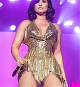 Demi_Lovato_-_Performs_at_BeautyKind_Unites_Concert_for_Causes_in_Arlington2C_Texas_on_March_25-02.jpg