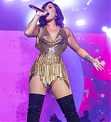 Demi_Lovato_-_Performs_at_BeautyKind_Unites_Concert_for_Causes_in_Arlington2C_Texas_on_March_25-05.jpg