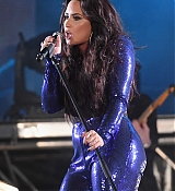 Demi_Lovato_-_Performs_at_Fontainebleau_Miami_Beach_on_December_31-06.jpg