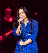 Demi_Lovato_-_Performs_exclusively_for_American_Airlines_AAdvantage_Masterc_28429.jpg