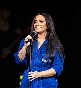 Demi_Lovato_-_Performs_exclusively_for_American_Airlines_AAdvantage_Masterc_28629.jpg