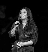 Demi_Lovato_-_Performs_exclusively_for_American_Airlines_AAdvantage_Mastercar_28129.jpg