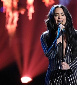 Demi_Lovato_-_Performs_on_The_Voice_Live_Finale_on_December_192C_2017-04.jpg