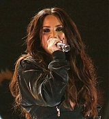 Demi_Lovato_-_Premios_Telehit_Awards_in_Mexico_-_November_9-02.jpg