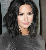 Demi_Lovato_-_The_Empire_State_Building_in_New_York_on_March_20-05.jpg