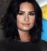 Demi_Lovato_-_The_Empire_State_Building_in_New_York_on_March_20-12.jpg