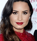 Demi_Lovato_-_The_Summer_Spectacular_to_Benefit_the_Brent_Shapiro_Foundation_for_Drug_Prevention_on_September_9-04.jpg