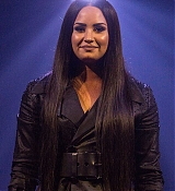 Demi_Lovato_-_Viejas_Arena_at_Aztec_Bowl_San_Diego_State_University_on_February_262C_2018-07.jpg