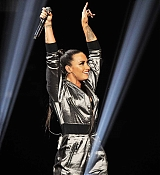 Demi_Lovato_-_WiLD_94_9_s_FM_s_Jingle_Ball_2017_on_November_30-01.jpg