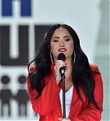 Demi_Lovato_-__March_For_Our_Lives__in_Washington2C_DC_on_March_24-08.jpg