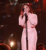 Demi_Lovato_-__One_Voice_Somos_Live21_A_Concert_For_Disaster_Relief__in_Los_Angeles_on_October_14-01.jpg