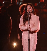 Demi_Lovato_-__One_Voice_Somos_Live21_A_Concert_For_Disaster_Relief__in_Los_Angeles_on_October_14-02.jpg