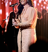 Demi_Lovato_-__One_Voice_Somos_Live21_A_Concert_For_Disaster_Relief__in_Los_Angeles_on_October_14-02~0.jpg