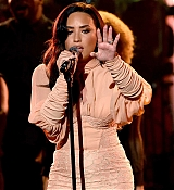 Demi_Lovato_-__One_Voice_Somos_Live21_A_Concert_For_Disaster_Relief__in_Los_Angeles_on_October_14-03.jpg