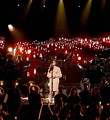 Demi_Lovato_-__One_Voice_Somos_Live21_A_Concert_For_Disaster_Relief__in_Los_Angeles_on_October_14-04.jpg