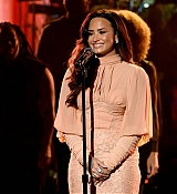 Demi_Lovato_-__One_Voice_Somos_Live21_A_Concert_For_Disaster_Relief__in_Los_Angeles_on_October_14-05.jpg