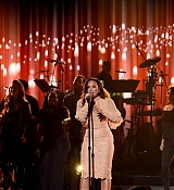 Demi_Lovato_-__One_Voice_Somos_Live21_A_Concert_For_Disaster_Relief__in_Los_Angeles_on_October_14-09.jpg
