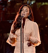 Demi_Lovato_-__One_Voice_Somos_Live21_A_Concert_For_Disaster_Relief__in_Los_Angeles_on_October_14-10.jpg