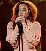 Demi_Lovato_-__One_Voice_Somos_Live21_A_Concert_For_Disaster_Relief__in_Los_Angeles_on_October_14-11.jpg