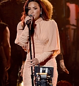 Demi_Lovato_-__One_Voice_Somos_Live21_A_Concert_For_Disaster_Relief__in_Los_Angeles_on_October_14-16.jpg