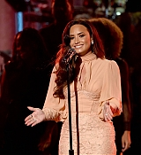 Demi_Lovato_-__One_Voice_Somos_Live21_A_Concert_For_Disaster_Relief__in_Los_Angeles_on_October_14-17.jpg