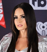 Demi_Lovato_-_iHeartRadio_Music_Awards_on_March_5-05.jpg