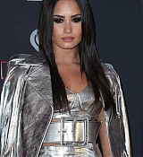 Demi_Lovato_-_iHeartRadio_Music_Awards_on_March_5-07.jpg