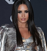 Demi_Lovato_-_iHeartRadio_Music_Awards_on_March_5-09.jpg