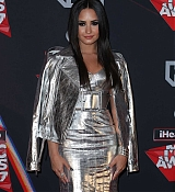 Demi_Lovato_-_iHeartRadio_Music_Awards_on_March_5-13.jpg