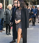 Demi_Lovato_-_is_seen_walking_in_Midtown_in_New_York_City_on_March_20-07.jpg