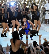Demi_Lovato_-_performing_at_2017_MTV_Video_Music_Awards_on_August_27-08.jpg