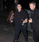 Demi_Lovato_leaves_the_Zenith_at_the_end_of_his_concert_in_Paris_-_June_400003.jpg