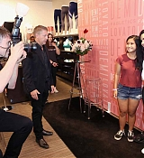 Demi_Lovato_visits_Fabletics_at_The_Village_at_Westfield_Topanga_-_May_1800002.jpg