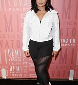 Demi_Lovato_visits_Fabletics_at_The_Village_at_Westfield_Topanga_-_May_1800003.jpg