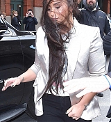 Leaving_her_hotel_heading_to_the_Barclays_Center_-_March_1600004.jpg