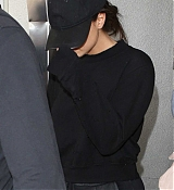 Arriving_at_LAX_Airport_With_Black_Outfit_-_July_24-05.jpg