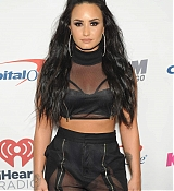 Demi_Lovato_-_103_5_KISS_FM_s_Jingle_Ball_2017_-_December_13-02.jpg