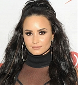 Demi_Lovato_-_103_5_KISS_FM_s_Jingle_Ball_2017_-_December_13-03.jpg
