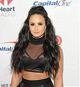 Demi_Lovato_-_103_5_KISS_FM_s_Jingle_Ball_2017_-_December_13-06.jpg