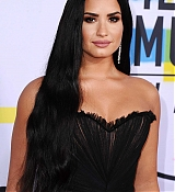 Demi_Lovato_-_2017_American_Music_Awards_-_November_19-04.jpg