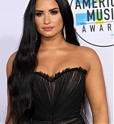 Demi_Lovato_-_2017_American_Music_Awards_-_November_19-06.jpg