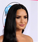 Demi_Lovato_-_2017_American_Music_Awards_-_November_19-09.jpg