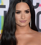 Demi_Lovato_-_2017_American_Music_Awards_-_November_19-36.jpg