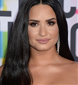 Demi_Lovato_-_2017_American_Music_Awards_-_November_19-37.jpg