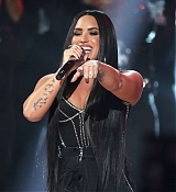 Demi_Lovato_-_2017_American_Music_Awards_-_November_19_-_P-01~0.jpg