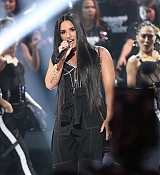Demi_Lovato_-_2017_American_Music_Awards_-_November_19_-_P-02~0.jpg