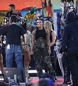 Demi_Lovato_-_In_Concert_on_Good_Morning_America_in_Central_Park2C_NY_-_August_18-05.jpg