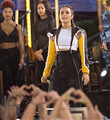 Demi_Lovato_-_In_Concert_on_Good_Morning_America_in_Central_Park2C_NY_-_August_18-09.jpg
