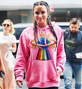 Demi_Lovato_-_Is_seen_arriving_back_at_her_hotel_in_New_York_-_August_18-02.jpg